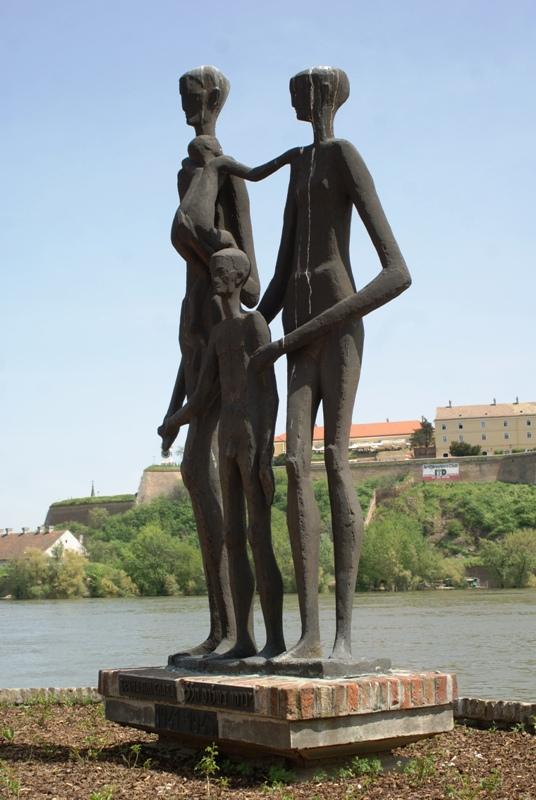 Sztatura kù tczë zabitëch òb czas II swiatowi wòjnë Żëdów (nad Dunajã w Nowim Sadze)